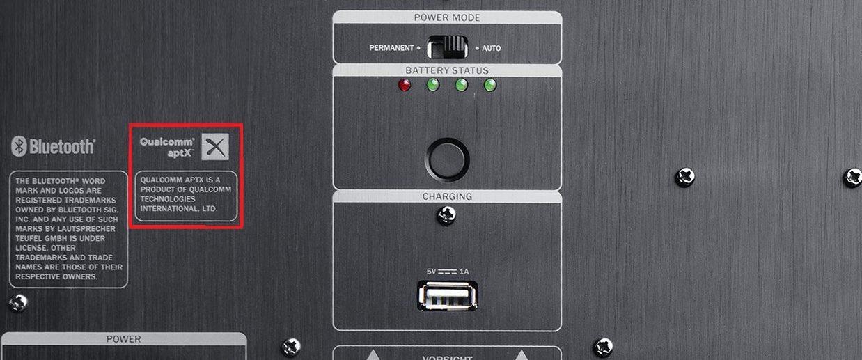 Tylna część głośnika Bluetooth ROCKSTER AIR z logo aptX oznaczonym na czerwono