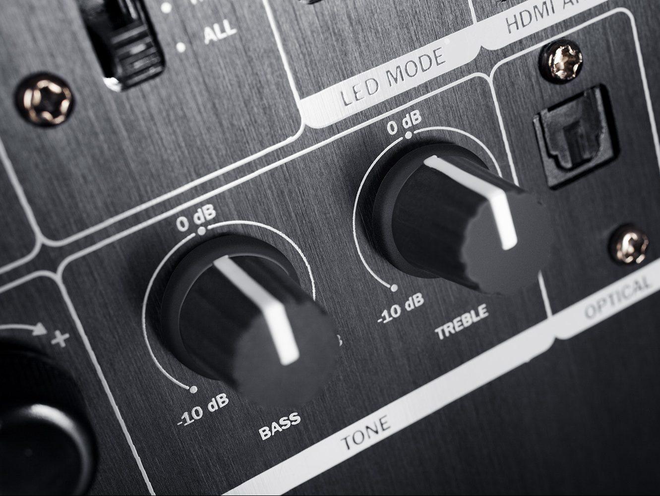 Zdjęcie tylnej strony aktywnego głośnika Ultima 40
